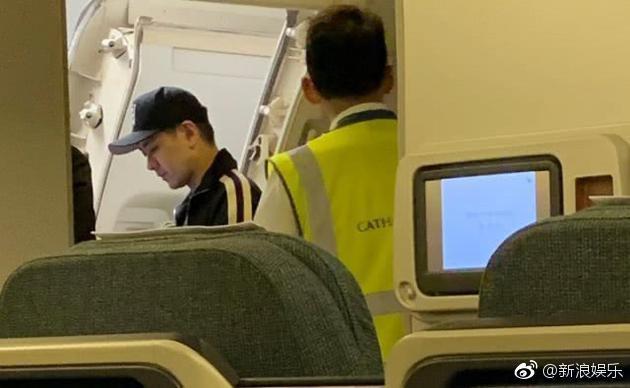 Lâm Chí Dĩnh lên tiếng sau khi bị chỉ trích sử dụng đặc quyền ngôi sao, khiến máy bay cất cánh trễ 30 phút - Ảnh 3.
