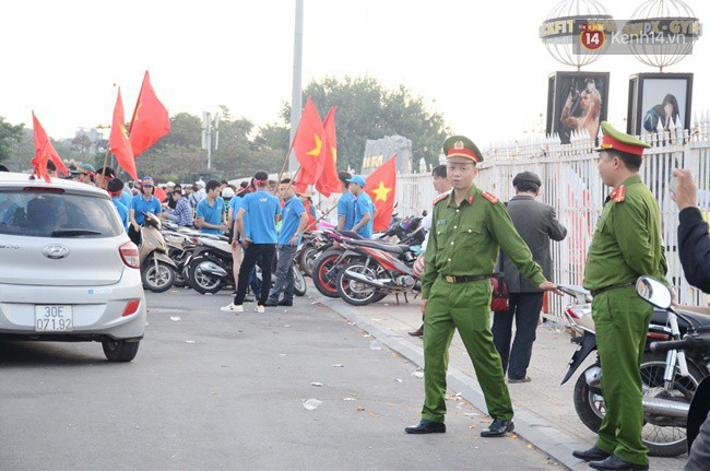 Hà Nội tung hàng nghìn cảnh sát chốt chặn, giữ an ninh trận bán kết lượt về Việt Nam - Philippines - Ảnh 1.