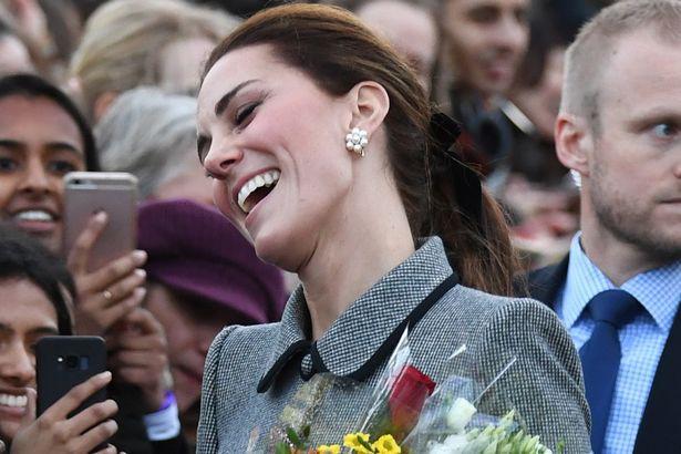 Thoải mái, vui vẻ sau tin đồn xích mích với em dâu Meghan, Công nương Kate bất ngờ bị chê thể hiện hơi quá đà - Ảnh 1.