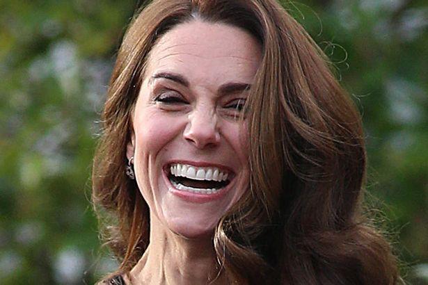Thoải mái, vui vẻ sau tin đồn xích mích với em dâu Meghan, Công nương Kate bất ngờ bị chê thể hiện hơi quá đà - Ảnh 2.