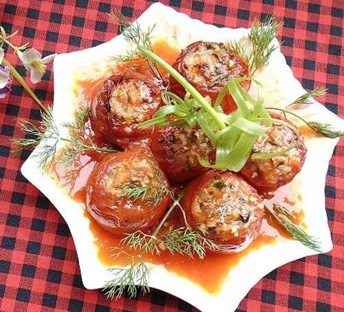 Cuốn thịt ba chỉ vào quả cà chua rồi chiên vàng lên, nghe kỳ lạ nhưng chị em cứ thử đi rồi sẽ phải ngạc nhiên với kết quả - Ảnh 1.