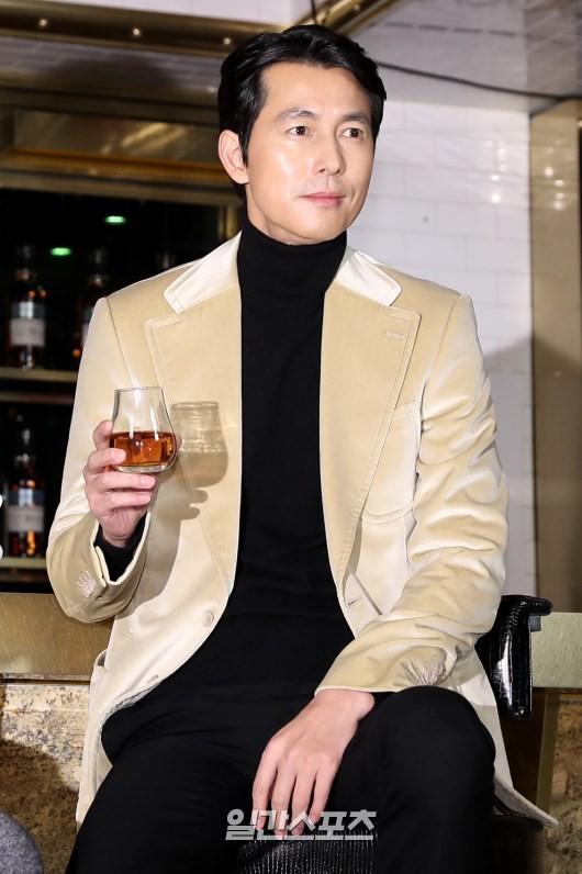 2 ông chú độc thân hấp dẫn nhất xứ Hàn dự sự kiện: U50 vẫn sexy, cực phẩm một thời đọ sắc cùng khung hình - Ảnh 5.