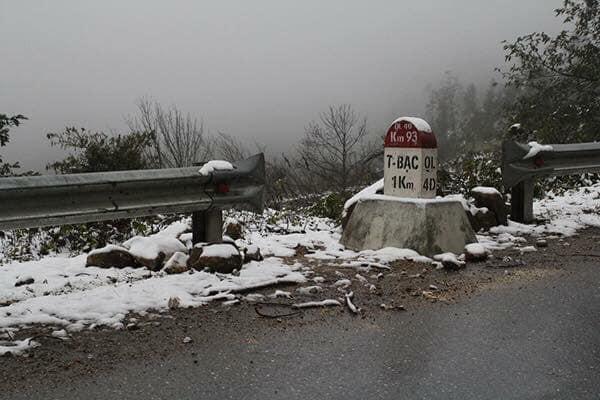 Băng tuyết đã bắt đầu rơi ở Sa Pa, dân tình háo hức rủ nhau xách đồ đi săn tuyết, checkin sống ảo - Ảnh 2.