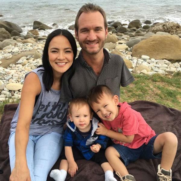 Vợ chồng Nick Vujicic nay đã có 4 con, hạnh phúc khoe hai con gái song sinh 4 tuần tuổi đáng yêu hết nấc - Ảnh 9.