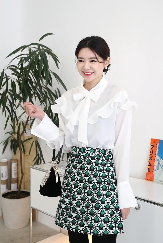 3 cách điệu của áo sơmi và áo blouse đang rất được lòng các nàng điệu đà vào thời điểm này - Ảnh 12.