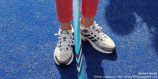 Diện đi diện lại mãi không chán, đây đích thị là những đôi sneaker được Công nương Kate yêu thích nhất - Ảnh 2.