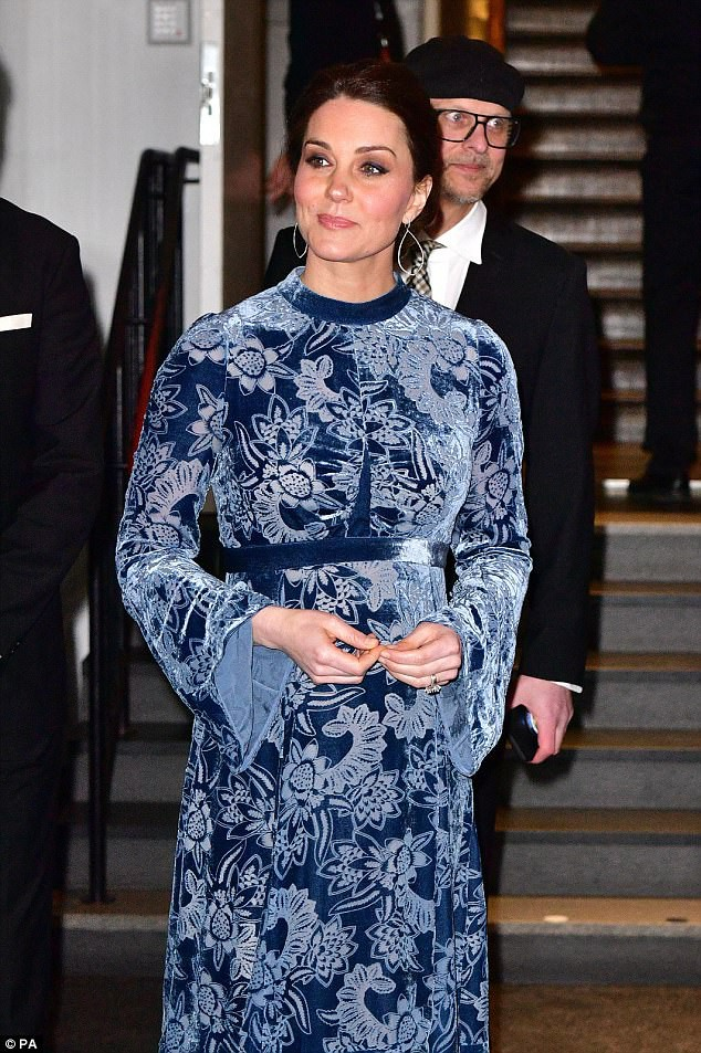 Mặc đẹp suốt ngày, ai ngờ cũng có lúc Kate Middleton bị chê mặc xấu - Ảnh 1.