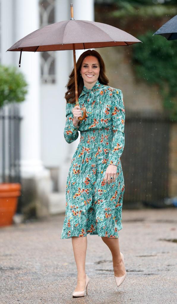 Mặc đẹp suốt ngày, ai ngờ cũng có lúc Kate Middleton bị chê mặc xấu - Ảnh 9.