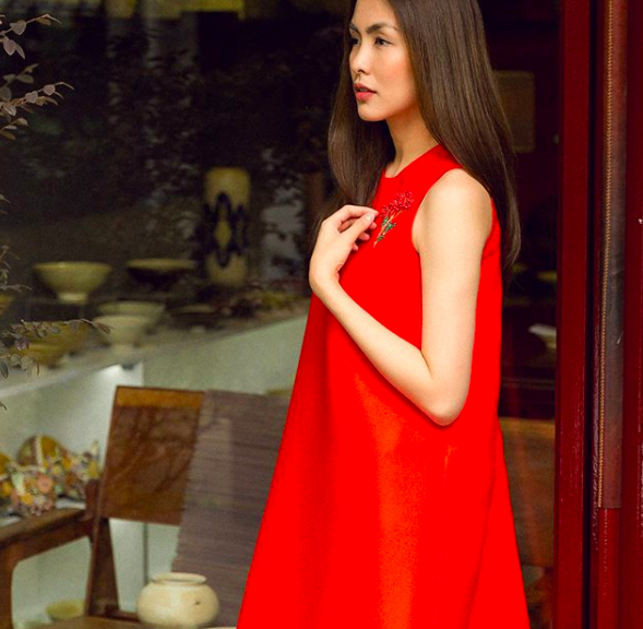 Nhìn Hà Tăng, Jolie Nguyễn... diện street style sắc đỏ mà chợt nhận ra: Tết đã về gần lắm rồi đây! - Ảnh 1.