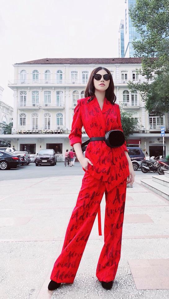Nhìn Hà Tăng, Jolie Nguyễn... diện street style sắc đỏ mà chợt nhận ra: Tết đã về gần lắm rồi đây! - Ảnh 2.