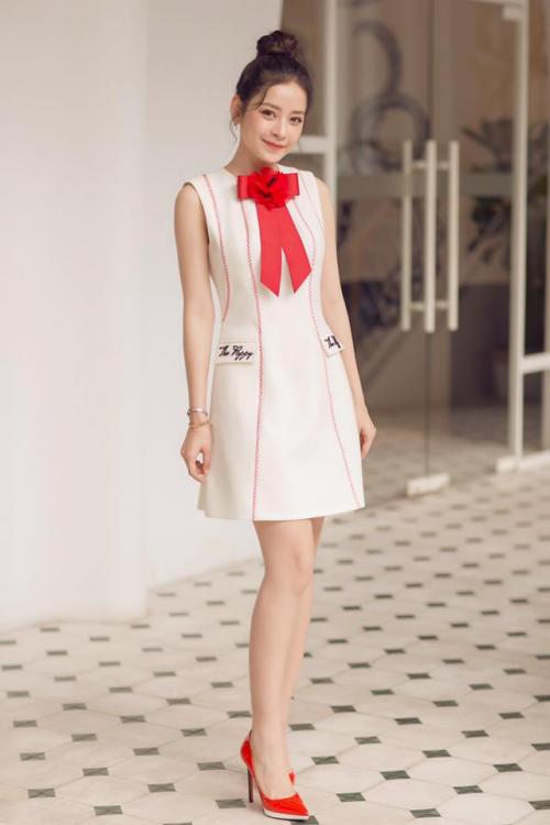 Chi Pu quả lợi hại! 'Chặt đẹp' cả Angela Phương Trinh và Tú Hảo khi diện lại thiết kế cũ - Ảnh 2.