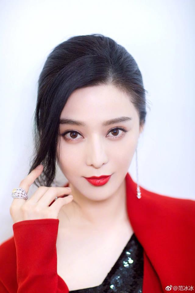Bí quyết cho lớp makeup căng mịn, bóng mượt của Phạm Băng Băng nằm ở loại kem dưỡng đa năng vô cùng phổ biến - Ảnh 1.