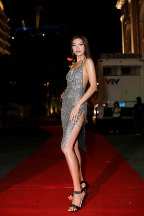 Chăm chỉ khoe chân dài như vậy, đây đích thị là 3 'Nữ hoàng đầm xẻ đùi' gợi cảm nhất Vbiz - Ảnh 13.