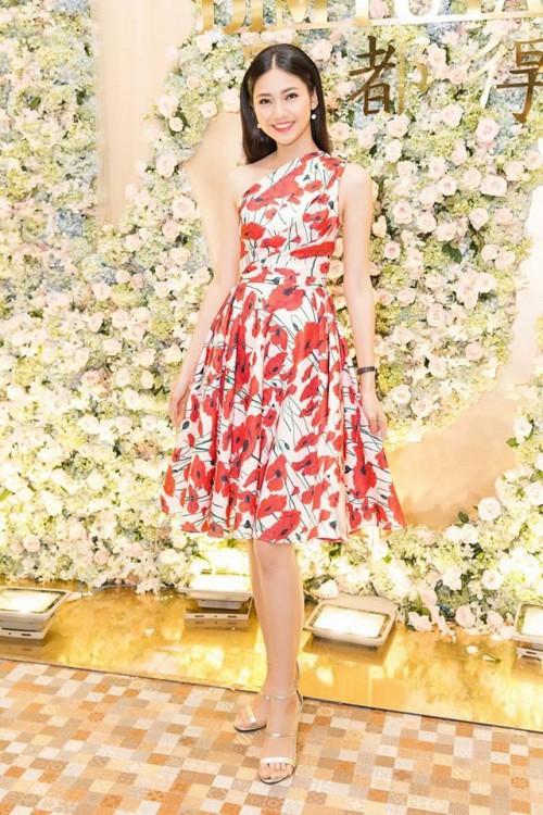 Gu thời trang 'đã mắt' của nàng Á hậu tuổi Tuất - Thanh Tú, người được đồn đoán sẽ tham gia Miss World 2018 - Ảnh 13.