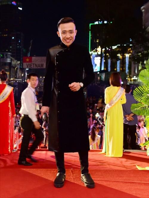 Tết này muốn nổi bần bật, hãy tậu ngay một chiếc áo dài đen như dàn sao Việt đình đám - Ảnh 17.
