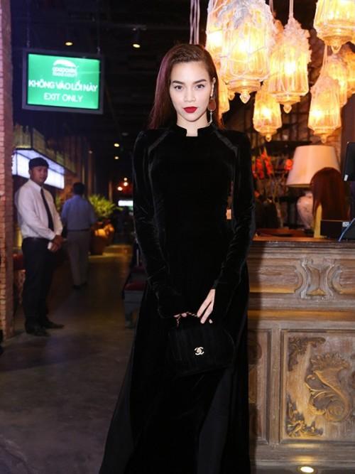 Tết này muốn nổi bần bật, hãy tậu ngay một chiếc áo dài đen như dàn sao Việt đình đám - Ảnh 3.
