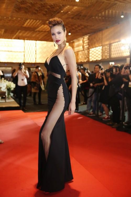 Chăm chỉ khoe chân dài như vậy, đây đích thị là 3 'Nữ hoàng đầm xẻ đùi' gợi cảm nhất Vbiz - Ảnh 21.