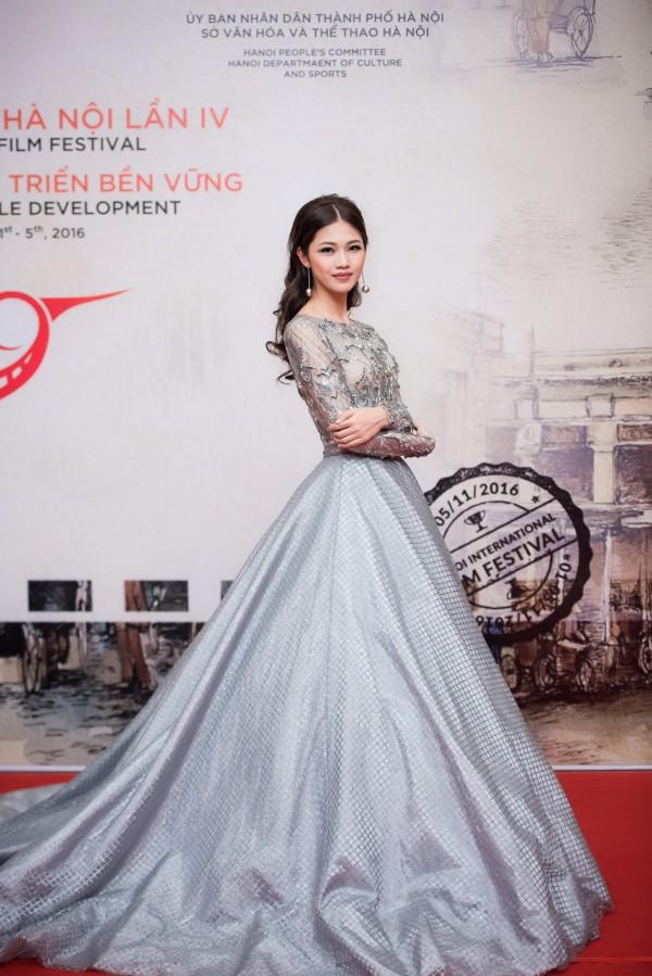 Gu thời trang 'đã mắt' của nàng Á hậu tuổi Tuất - Thanh Tú, người được đồn đoán sẽ tham gia Miss World 2018 - Ảnh 8.