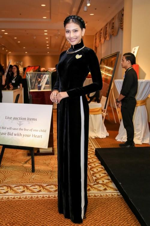 Tết này muốn nổi bần bật, hãy tậu ngay một chiếc áo dài đen như dàn sao Việt đình đám - Ảnh 8.