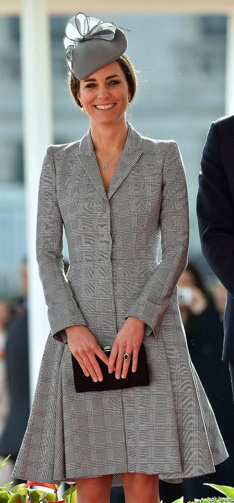 Bí quyết mặc đẹp ngay cả khi mang bầu với 9 thương hiệu thời trang yêu thích của côang nương Kate - Ảnh 8.