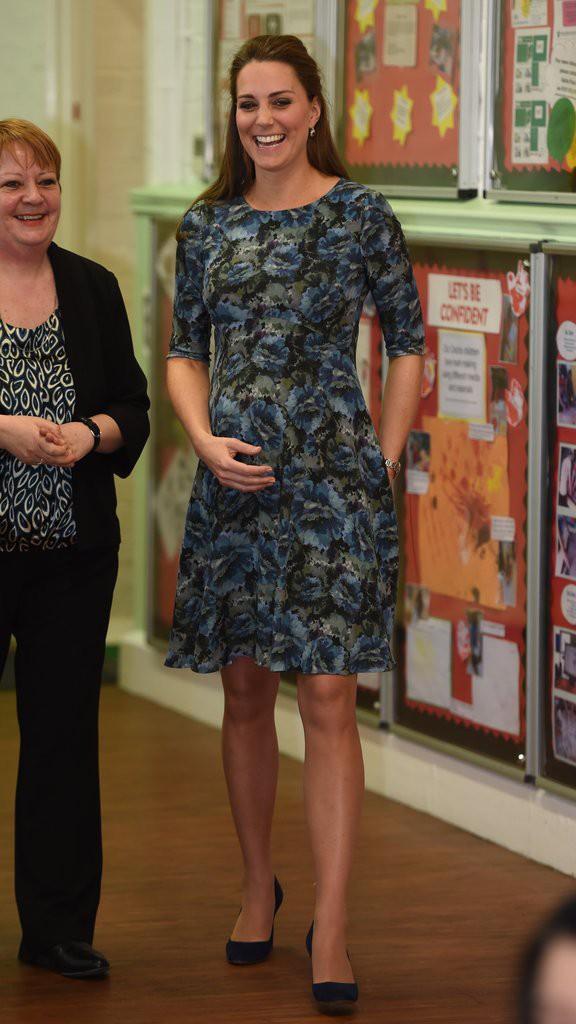 Bí quyết mặc đẹp ngay cả khi mang bầu với 9 thương hiệu thời trang yêu thích của côang nương Kate - Ảnh 5.