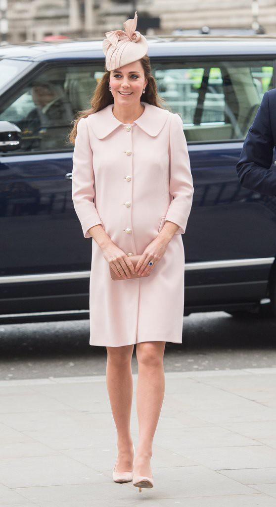Bí quyết mặc đẹp ngay cả khi mang bầu với 9 thương hiệu thời trang yêu thích của côang nương Kate - Ảnh 7.