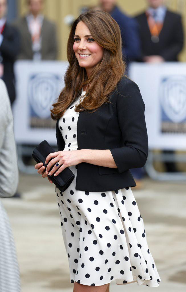 Bí quyết mặc đẹp ngay cả khi mang bầu với 9 thương hiệu thời trang yêu thích của côang nương Kate - Ảnh 10.