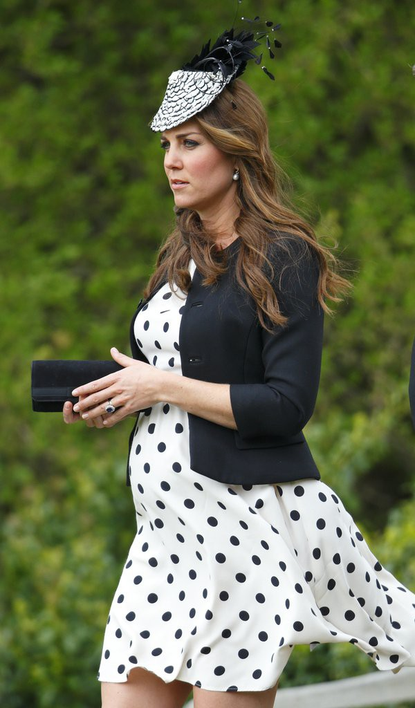 Bí quyết mặc đẹp ngay cả khi mang bầu với 9 thương hiệu thời trang yêu thích của côang nương Kate - Ảnh 11.