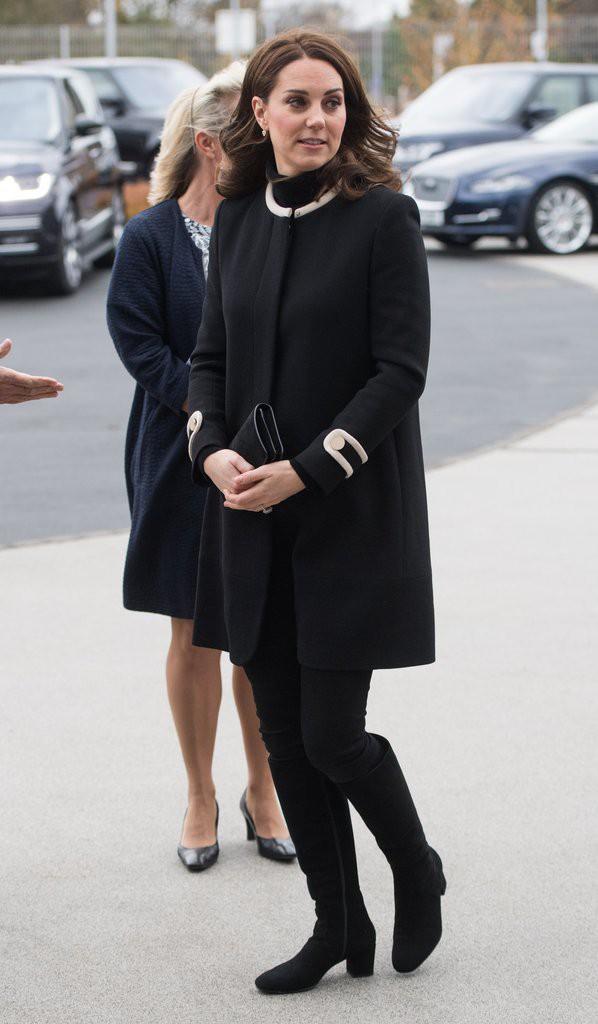 Bí quyết mặc đẹp ngay cả khi mang bầu với 9 thương hiệu thời trang yêu thích của côang nương Kate - Ảnh 13.