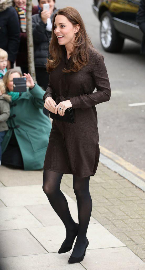 Bí quyết mặc đẹp ngay cả khi mang bầu với 9 thương hiệu thời trang yêu thích của côang nương Kate - Ảnh 16.