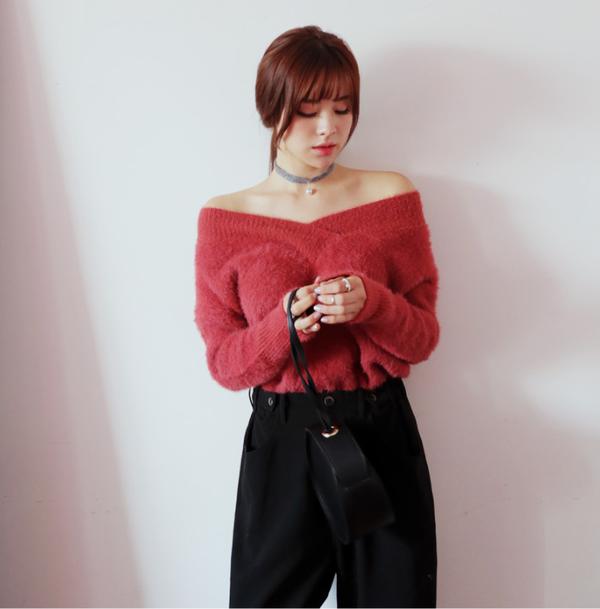 Tết này, nàng điệu đà sẽ thích mê với những biến tấu xinh xắn của chiếc áo len đơn giản - Ảnh 4.