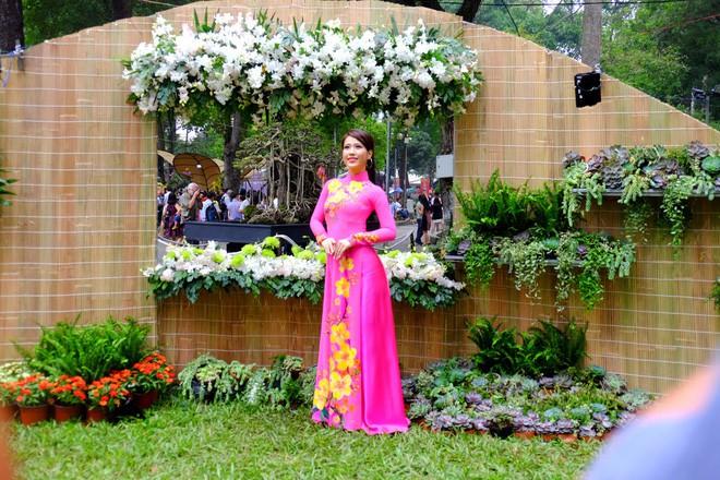 Sài Gòn khai màn hội hoa xuân, tiểu cảnh chó khổng lồ hút khách  - Ảnh 11.