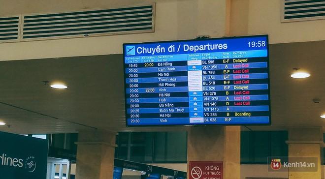 Hành khách phát khóc vì đi máy bay Tết còn khổ hơn xe đò: dăm lần bảy lượt delay, vạ vật cả ngày đợi chờ mòn mỏi - Ảnh 4.