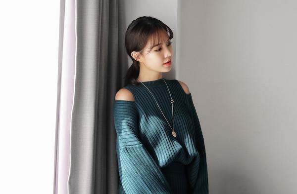 Tết này, nàng điệu đà sẽ thích mê với những biến tấu xinh xắn của chiếc áo len đơn giản - Ảnh 6.