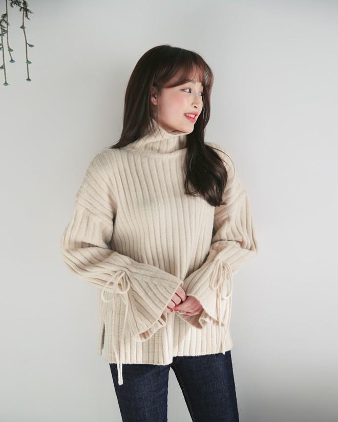 Tết này, nàng điệu đà sẽ thích mê với những biến tấu xinh xắn của chiếc áo len đơn giản - Ảnh 9.