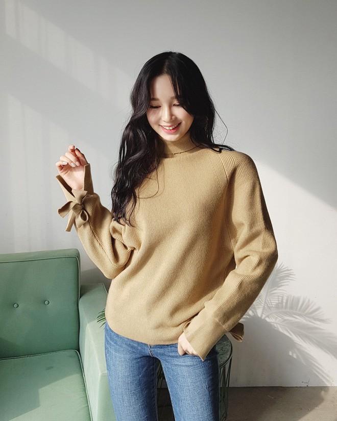 Tết này, nàng điệu đà sẽ thích mê với những biến tấu xinh xắn của chiếc áo len đơn giản - Ảnh 11.