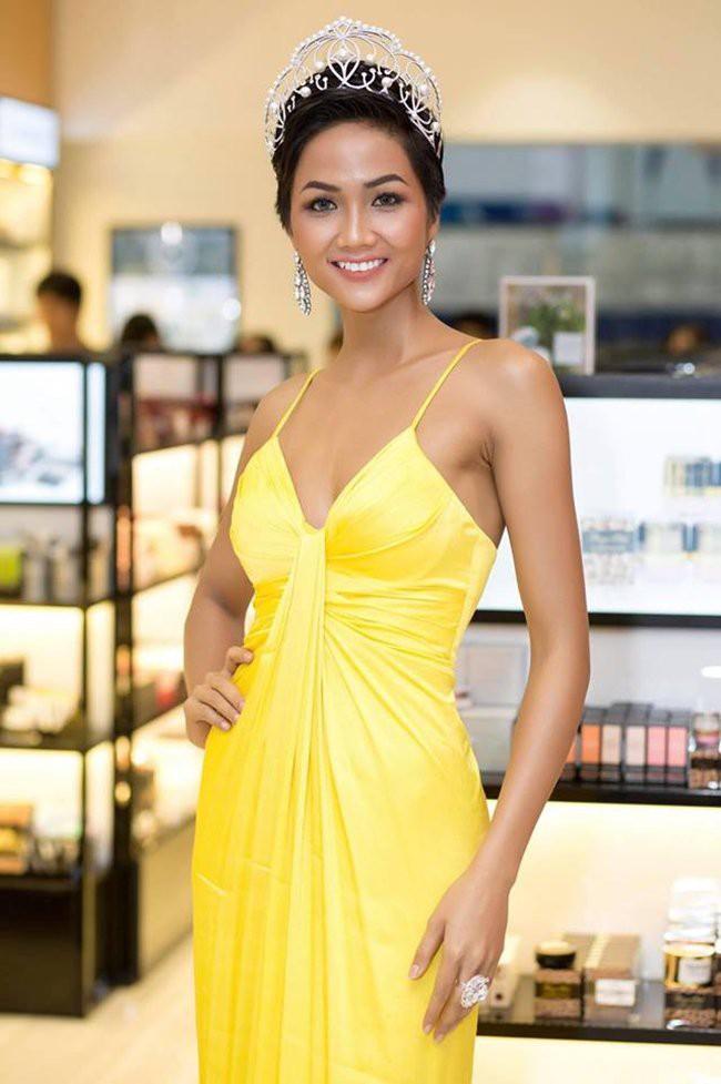 Từ sau khi đăng quang, Hoa hậu HHen Niê rất chăm chỉ thay đổi phong cách thời trang - Ảnh 3.