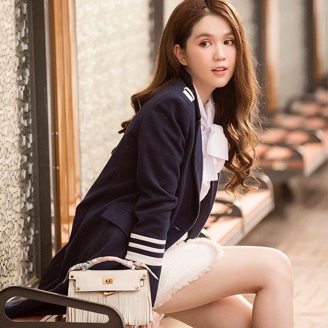 Gần Tết, loạt sao Việt khoe đồ hiệu mới sắm có giá trị lên đến cả trăm triệu đồng - Ảnh 8.