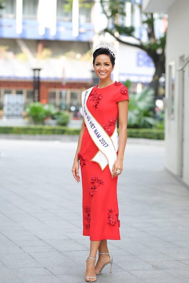 Từ sau khi đăng quang, Hoa hậu HHen Niê rất chăm chỉ thay đổi phong cách thời trang - Ảnh 6.