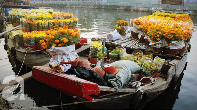 Cận Tết, ghé bến Bình Đông coi chợ nổi, tìm lại Sài Gòn xưa trong cảnh giao thương trên bến dưới thuyền - Ảnh 3.