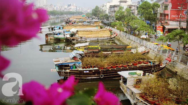 Cận Tết, ghé bến Bình Đông coi chợ nổi, tìm lại Sài Gòn xưa trong cảnh giao thương trên bến dưới thuyền - Ảnh 10.