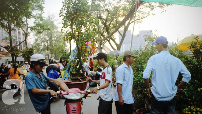 Cận Tết, ghé bến Bình Đông coi chợ nổi, tìm lại Sài Gòn xưa trong cảnh giao thương trên bến dưới thuyền - Ảnh 13.