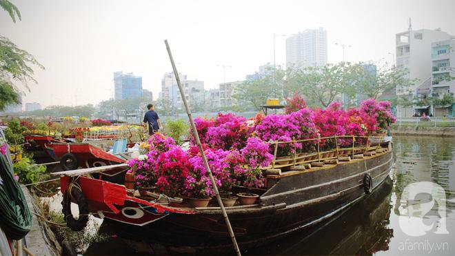 Cận Tết, ghé bến Bình Đông coi chợ nổi, tìm lại Sài Gòn xưa trong cảnh giao thương trên bến dưới thuyền - Ảnh 2.