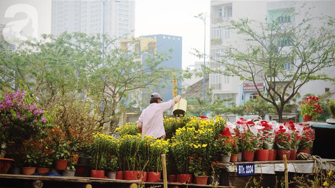 Cận Tết, ghé bến Bình Đông coi chợ nổi, tìm lại Sài Gòn xưa trong cảnh giao thương trên bến dưới thuyền - Ảnh 20.