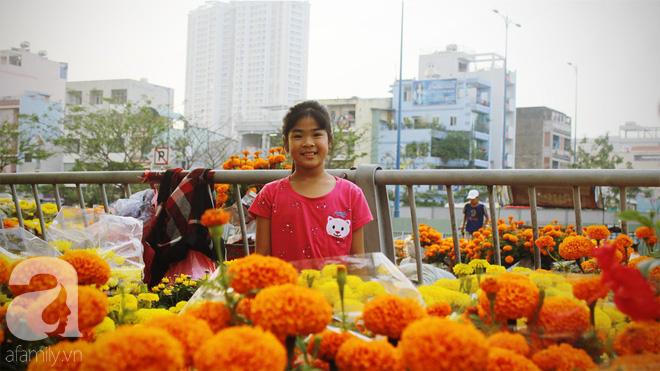 Cận Tết, ghé bến Bình Đông coi chợ nổi, tìm lại Sài Gòn xưa trong cảnh giao thương trên bến dưới thuyền - Ảnh 11.