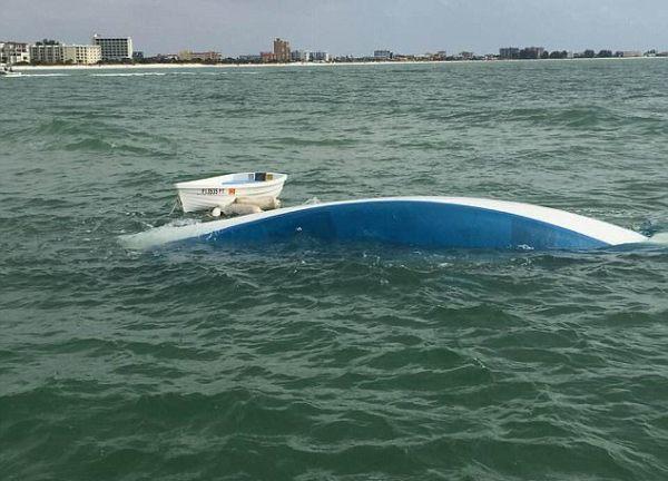 Bán hết tài sản mua thuyền sống trên biển, cặp đôi không thể ngờ điều tồi tệ đã xảy ra - Ảnh 2.