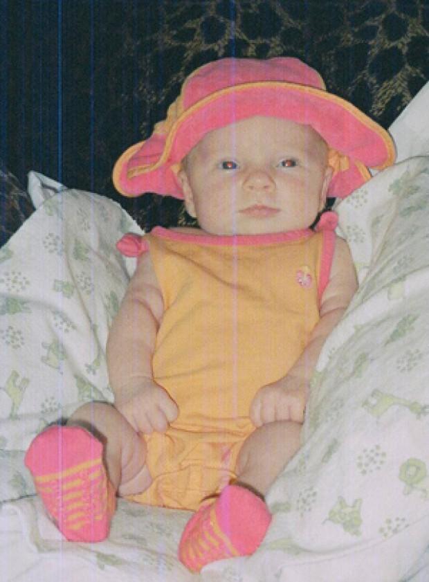 Mẹ phát hiện ảnh con gái trên Facebook người lạ đến tận 9 năm sau ngày ảnh bị đánh cắp - Ảnh 1.
