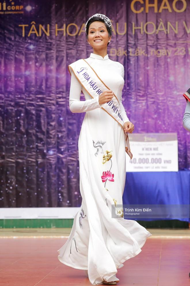 Từ sau khi đăng quang, Hoa hậu HHen Niê rất chăm chỉ thay đổi phong cách thời trang - Ảnh 16.