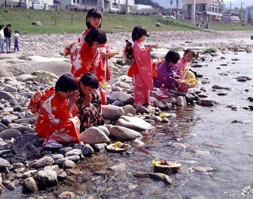 Học cách mẹ Nhật dạy con về ngày Tết truyền thống - Ảnh 7.