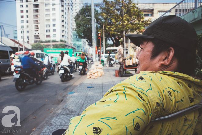 Chú Ba Sài Gòn với nụ cười giòn tan: Cả năm mưu sinh đất khách, Tết đủ tiền về quê sum họp là vui rồi! - Ảnh 7.